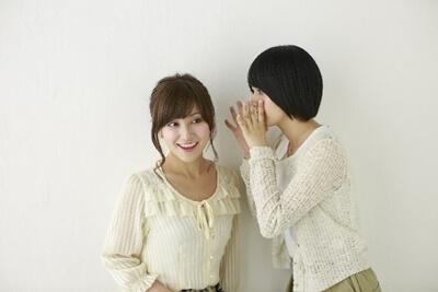 話に盛り上げり共感し合う女性たち