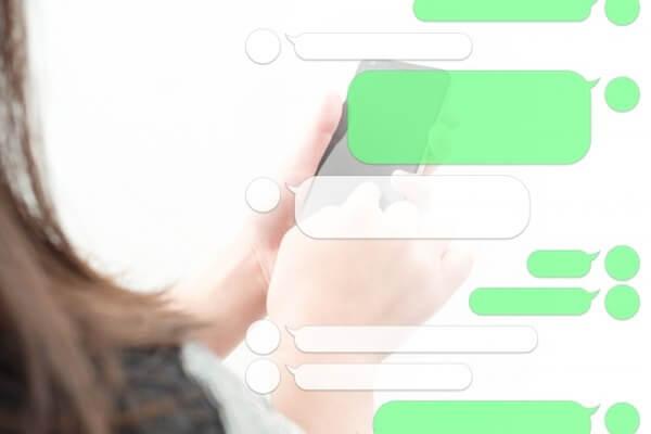アプリでメッセージを重ねてからLINE交換する女性